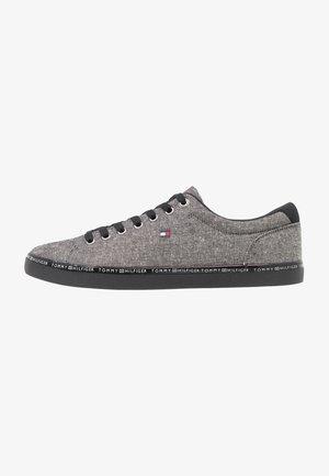 ESSENTIAL  - Sneakersy niskie - black