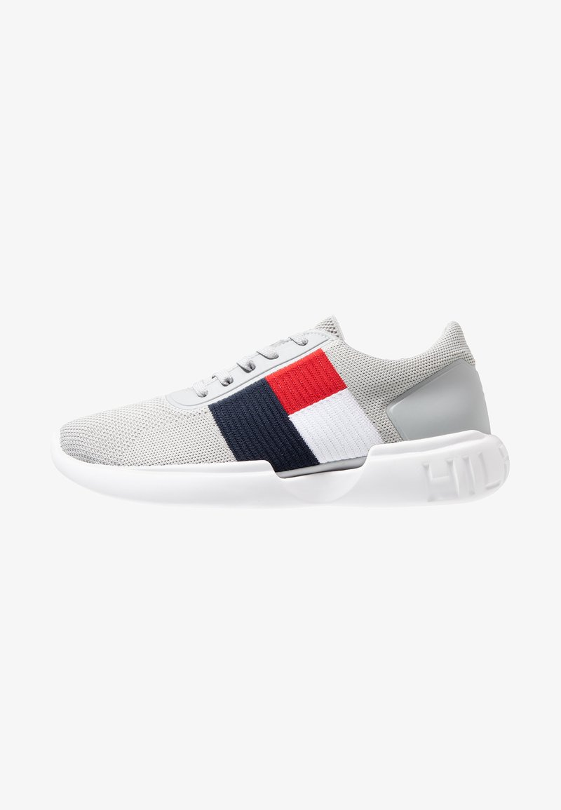 Tommy Hilfiger - LIGHTWEIGHT RUNNER FLAG - Sneakers laag - grey