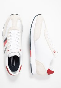 Tommy Hilfiger - CORPORATE FLAG RUNNER - Sneakersy niskie - white - 1