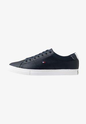 ESSENTIAL COLLAR  - Sneaker low - blue
