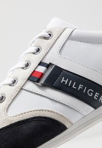 Tommy Hilfiger - CORPORATE MIX CUPSOLE - Matalavartiset tennarit - red - 5