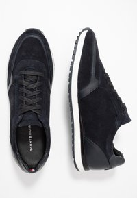 Tommy Hilfiger - PREMIUM RUNNER - Sneakers - blue - 1