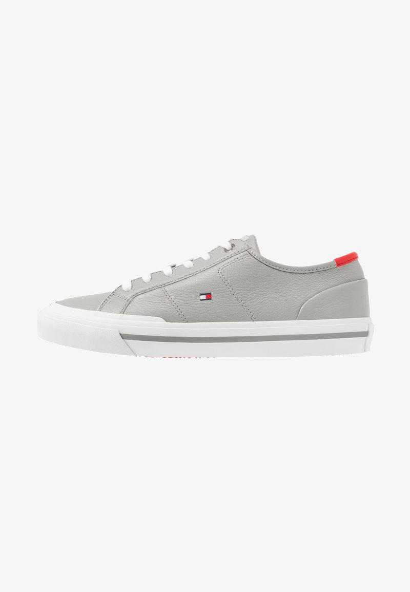 Tommy Hilfiger - CORE CORPORATE FLAG  - Trainers - grey