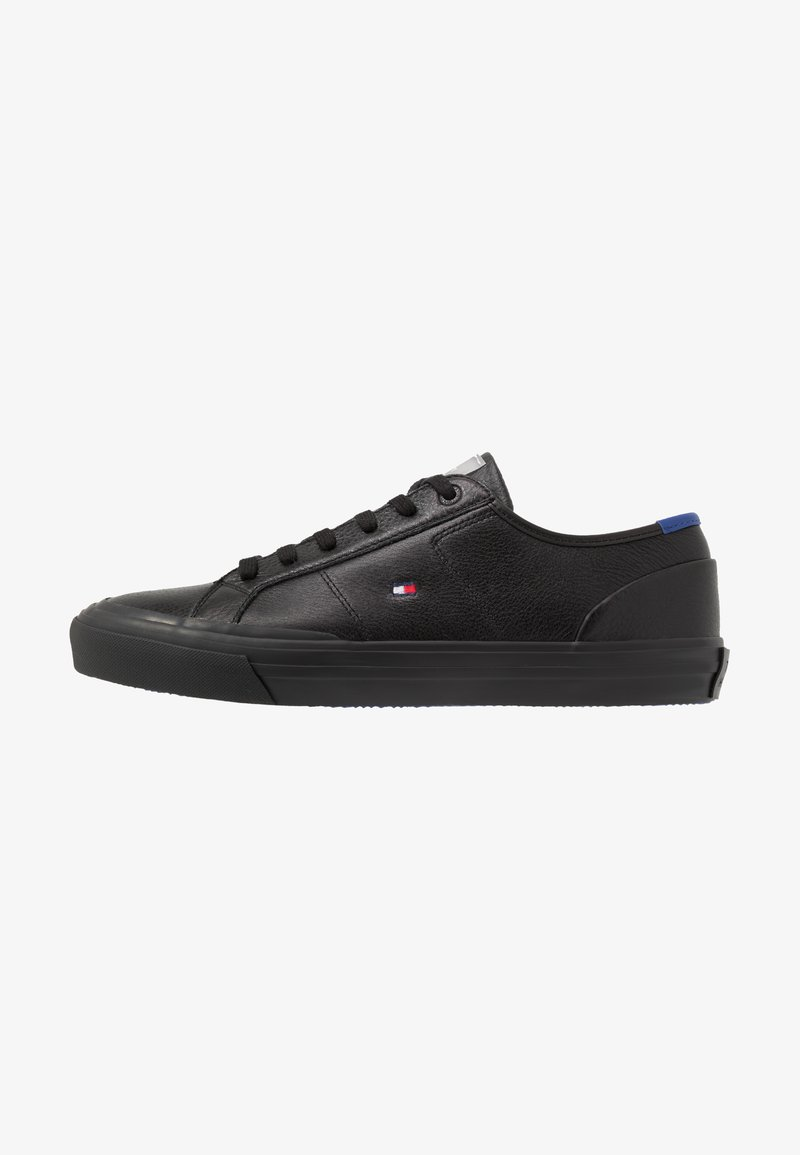 Tommy Hilfiger - CORE CORPORATE FLAG  - Sneakersy niskie - black