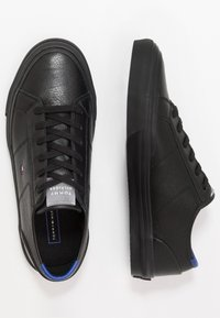 Tommy Hilfiger - CORE CORPORATE FLAG  - Sneakersy niskie - black - 1