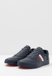 Tommy Hilfiger - CORE CORPORATE MODERN - Sneakersy niskie - blue - 2