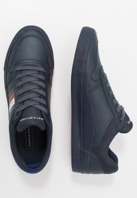 Tommy Hilfiger - CORE CORPORATE MODERN - Sneakersy niskie - blue - 1