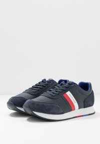 Tommy Hilfiger - CORPORATE FLAG RUNNER - Sneakersy niskie - blue - 2