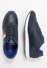 Tommy Hilfiger - CORPORATE FLAG RUNNER - Sneakersy niskie - blue - 1