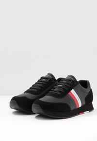 Tommy Hilfiger - CORPORATE FLAG RUNNER - Sneakers - black - 2