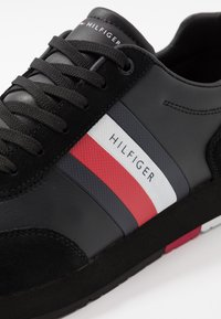 Tommy Hilfiger - CORPORATE FLAG RUNNER - Sneakers - black - 5