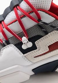 Tommy Hilfiger - CITY VOYAGER CHUNKY - Sneakers laag - white - 5