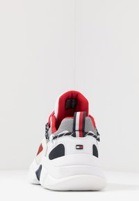 Tommy Hilfiger - CITY VOYAGER CHUNKY - Baskets basses - white - 3