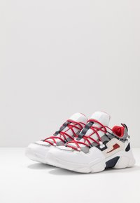 Tommy Hilfiger - CITY VOYAGER CHUNKY - Baskets basses - white - 2