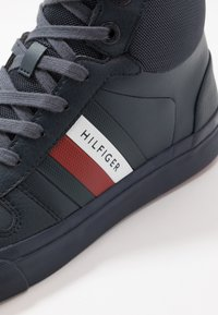 Tommy Hilfiger - CORE CORPORATE MODERN - Sneaker high - blue - 5