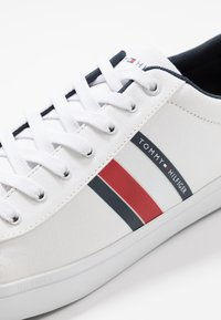 Tommy Hilfiger - ESSENTIAL STRIPES DETAIL - Sneakers basse - white - 5