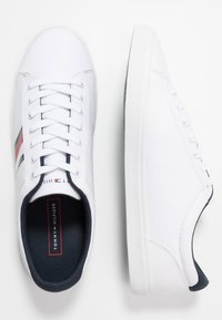 Tommy Hilfiger - ESSENTIAL STRIPES DETAIL - Sneakers basse - white - 1