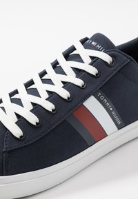Tommy Hilfiger - ESSENTIAL STRIPES DETAIL - Sneaker low - blue - 5