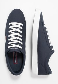Tommy Hilfiger - ESSENTIAL STRIPES DETAIL - Sneaker low - blue - 1