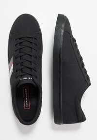 Tommy Hilfiger - ESSENTIAL STRIPES DETAIL - Sneakers basse - black - 1
