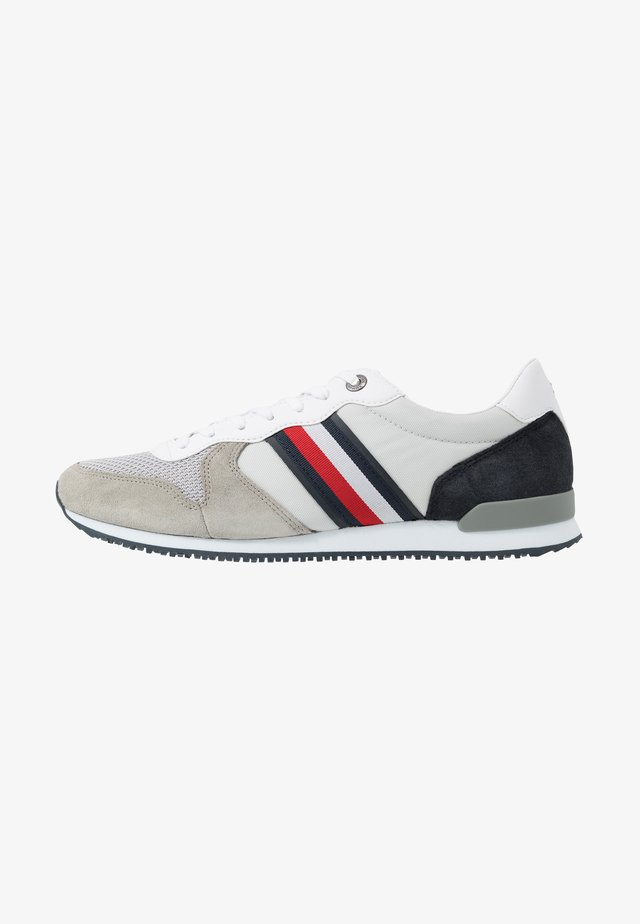 ICONIC RUNNER - Sneakersy niskie - grey