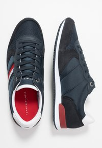 Tommy Hilfiger - ICONIC RUNNER - Sneakersy niskie - blue - 1