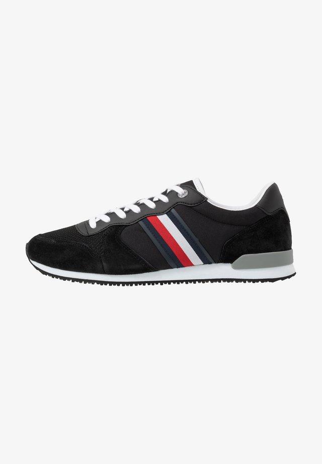 ICONIC RUNNER - Sneakers laag - black