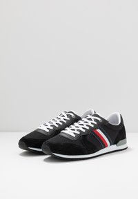 Tommy Hilfiger - ICONIC RUNNER - Sneakersy niskie - black - 2