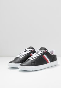 Tommy Hilfiger - ESSENTIAL CUPSOLE - Trainers - black - 2