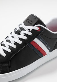 Tommy Hilfiger - ESSENTIAL CUPSOLE - Trainers - black - 6