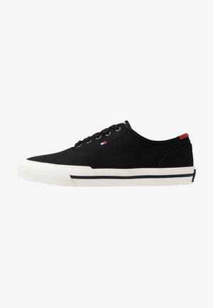 CORE OXFORD - Sneakersy niskie - black