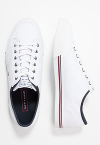Tommy Hilfiger - CORE CORPORATE - Sneakers laag - white - 1
