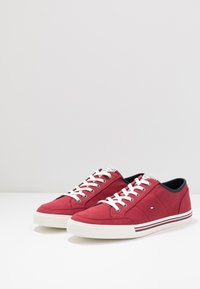 Tommy Hilfiger - CORE CORPORATE - Sneakers basse - red - 2