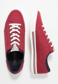 Tommy Hilfiger - CORE CORPORATE - Sneakers basse - red - 1