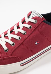 Tommy Hilfiger - CORE CORPORATE - Sneakers basse - red - 5