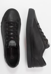 Tommy Hilfiger - CORPORATE - Sneakers laag - black - 1
