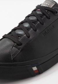 Tommy Hilfiger - CORPORATE - Sneakers laag - black - 5