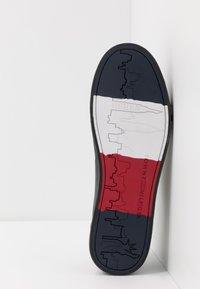 Tommy Hilfiger - CORPORATE - Sneakers laag - black - 4