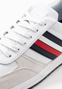 Tommy Hilfiger - MODERN CORPORATE RUNNER - Trainers - white - 5