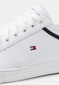 Tommy Hilfiger - ESSENTIAL - Sneaker low - white - 5