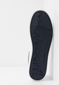 Tommy Hilfiger - ESSENTIAL - Sneaker low - white - 4