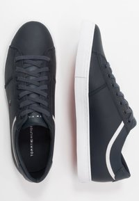Tommy Hilfiger - ESSENTIAL - Sneakersy niskie - blue - 1