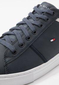 Tommy Hilfiger - ESSENTIAL - Sneakersy niskie - blue - 5