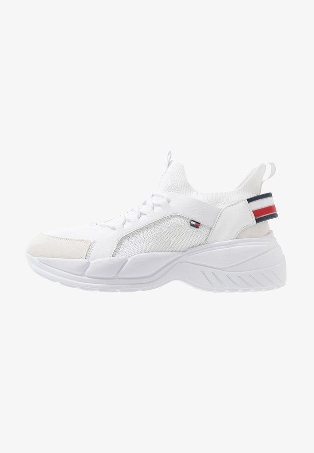 CHUNKY - Sneakersy niskie - white