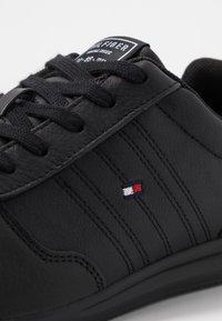 Tommy Hilfiger - LIGHTWEIGHT - Sneakersy niskie - black - 5