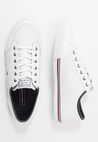 Tommy Hilfiger - CORE CORPORATE  - Sneakersy niskie - white - 1