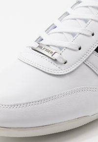 Tommy Hilfiger - PREMIUM CUPSOLE - Trainers - white - 5