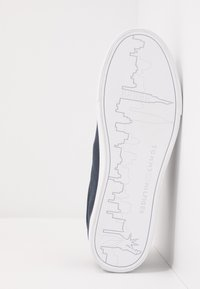 Tommy Hilfiger - SEASONAL - Sneakersy niskie - blue - 4