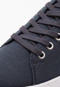 Tommy Hilfiger - SEASONAL - Sneakersy niskie - blue - 5