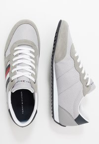 Tommy Hilfiger - ESSENTIAL RUNNER - Sneakersy niskie - grey - 1